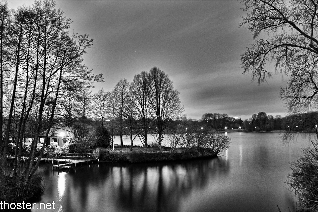 stadtparksee_nacht_hdr_bw-bearbeitet
